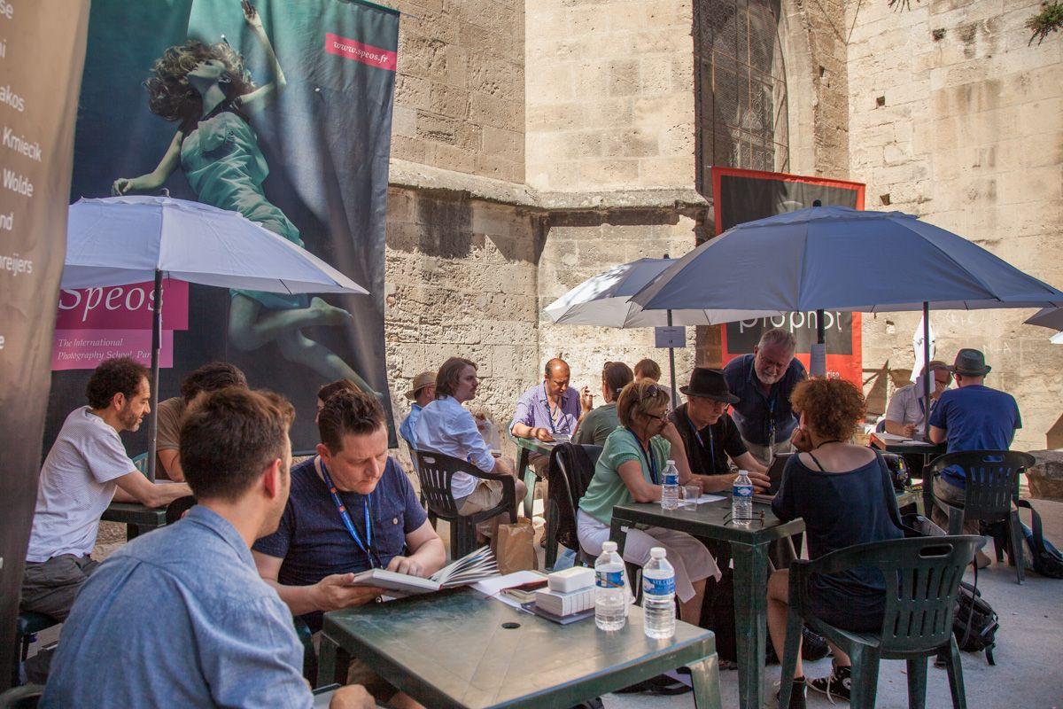 Chaque année depuis 1996 Spéos participe au festival Off des Rencontres Internationales de la Photographie à Arles. Ici dans la cour de l' Archevêché